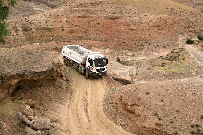 CON_Man-offroad_img_0.jpg